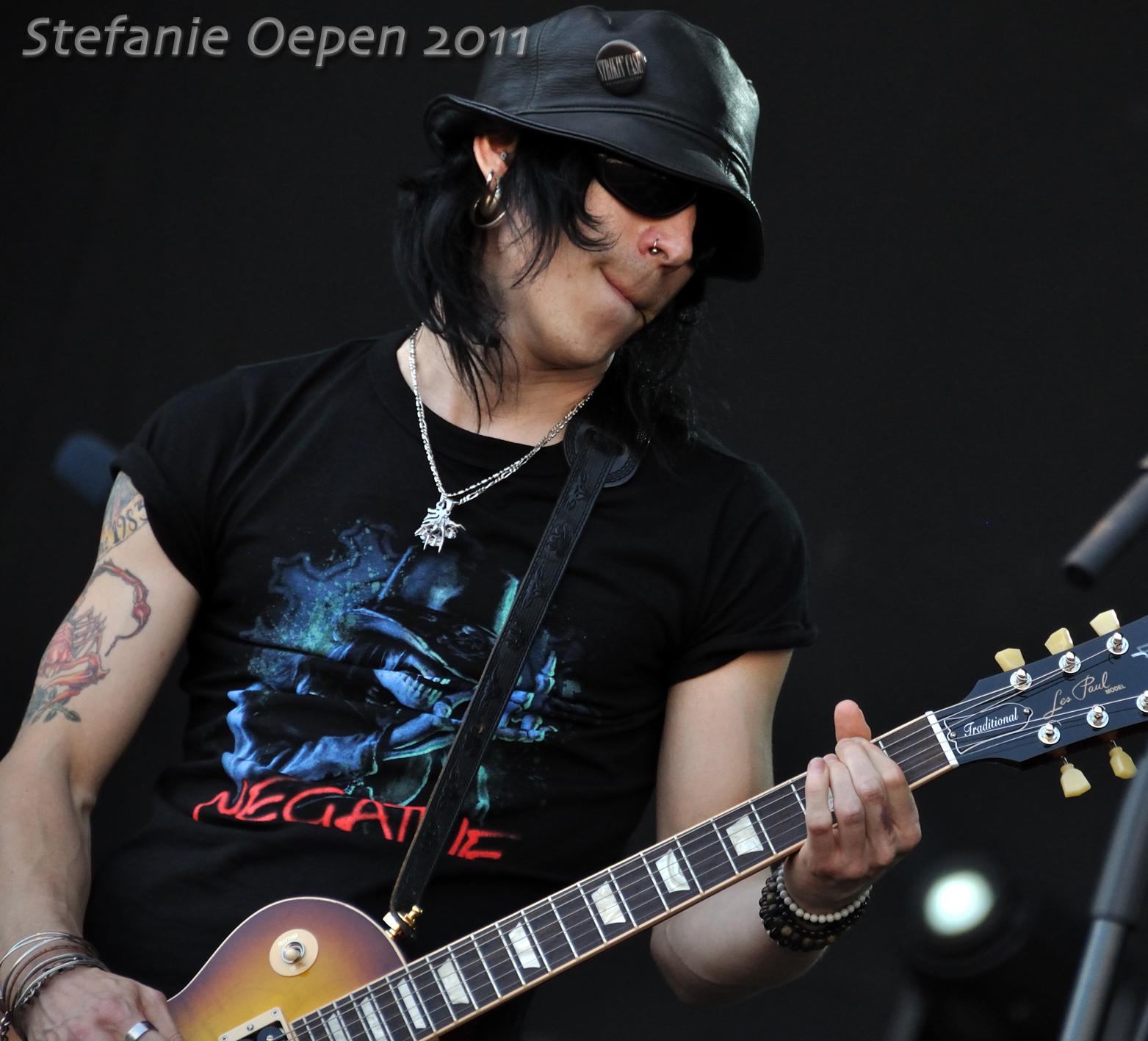 Larry Love (Negative); Radio Aalto festival 2011